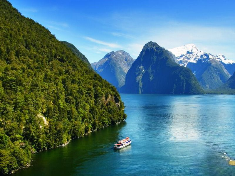 CRUISE MILFORD SOUND, NEW ZEALAND